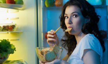 Ăn khuya ảnh hưởng đến sức khỏe như thế nào?